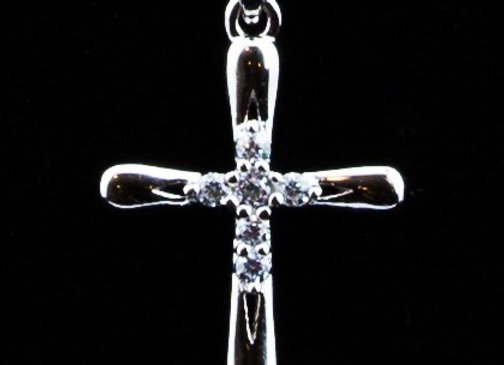 Cross pendant with zirconia