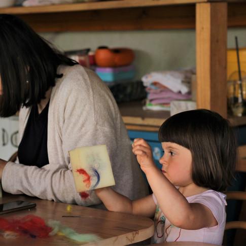 Plstění jehlou zvládají i šikovné děti