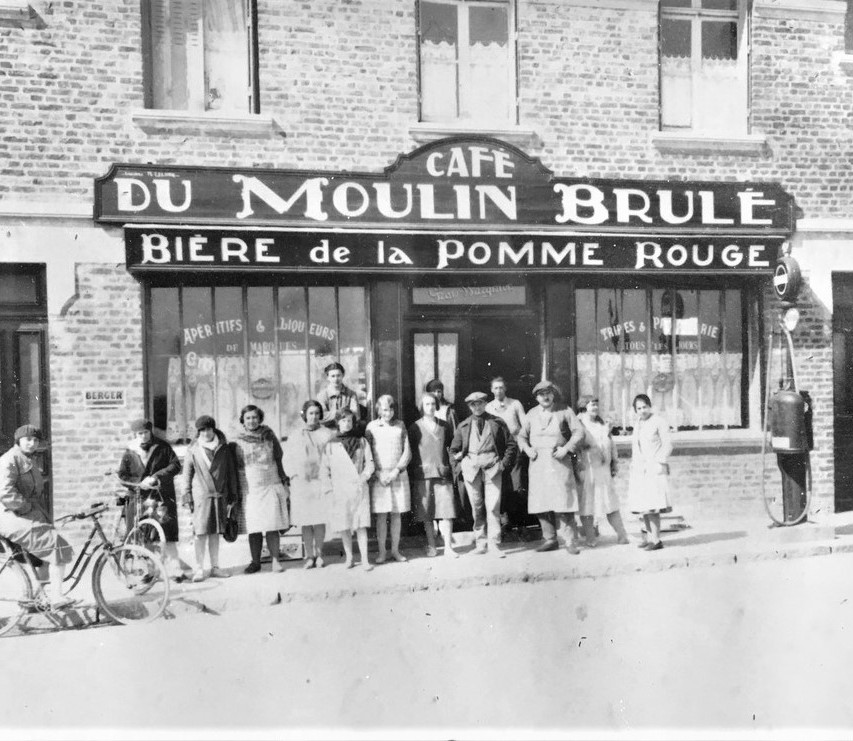 31 The Cafe du Moulin Brule in the 1930s