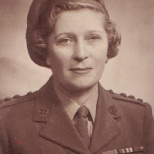 Lise in uniform
