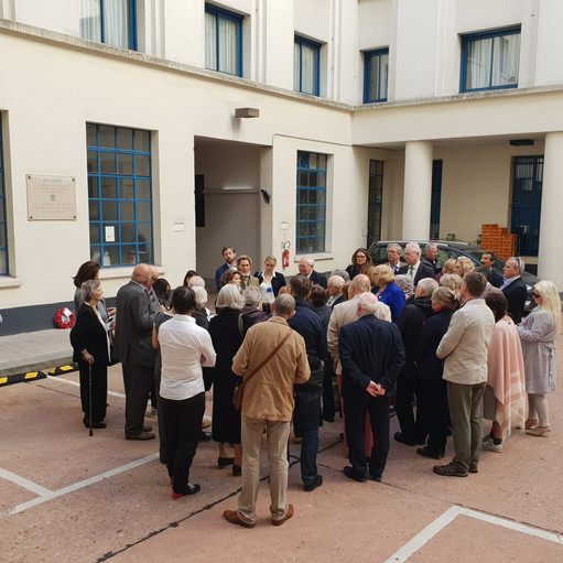6b and Now - courtyard of 11 rue des Sau