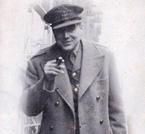 Jacques de Guélis MBE, MC, CdeG - biography coincides with blue plaque unveiling in Cardiff