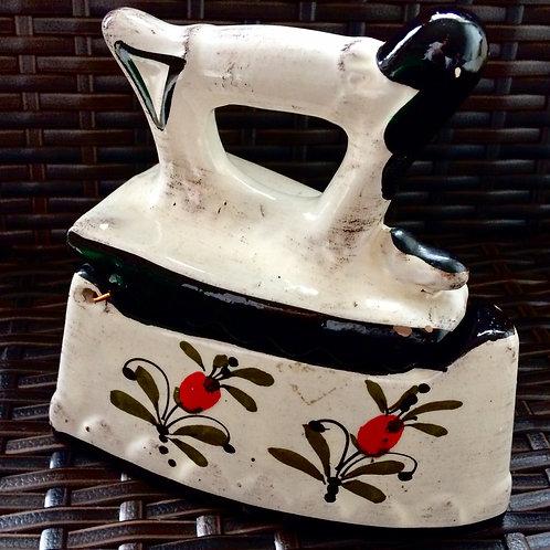 Vintage DEKO Bügeleisen aus Keramik  16 cm   handbemalt