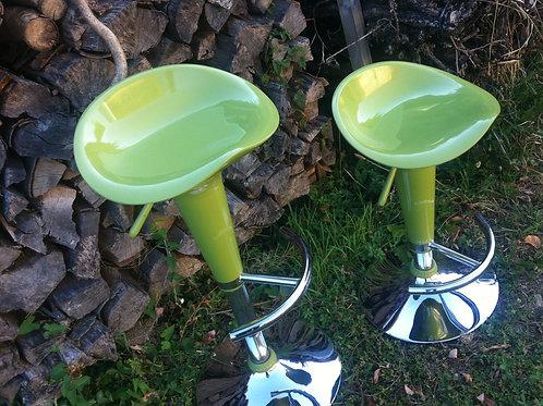 ZWEI olivgrüne BARHOCKER - Sehr guter Zustand