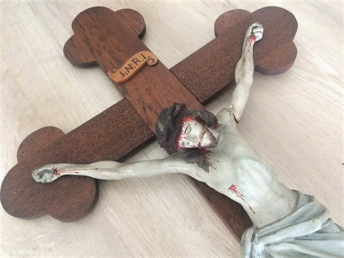 71 cm großes Wandkreuz mit Kleeblatt Enden - Jesus aus Keramik bemalt