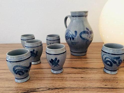 Original WESTERWALDER Werkarbeit Keramik Steingut 1 Krug  1 lBembel 6 Weinbecher 70s Steinzeug kobaltblau grau Salzglasur Vin