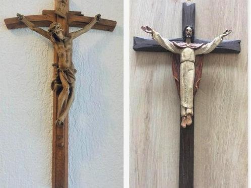 2 seltene HOLZSCHITZEREI Holzkreuze 38 + 41 cm mit Heiland am Kreuz + Erlöser