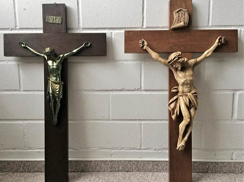 ZWEI antike WANDKREUZ KREUZ Kruzifix je 70 cm Holz Keramik Messing