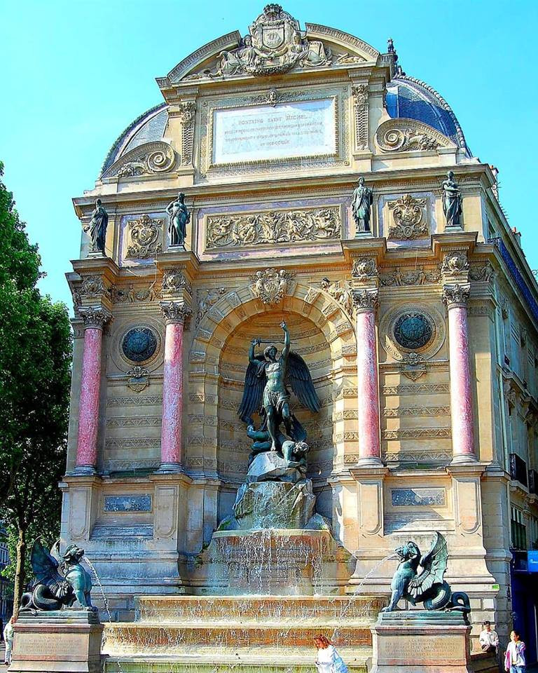 Destino France | Guia brasileiro em Paris | Fontaine Saint-Michel