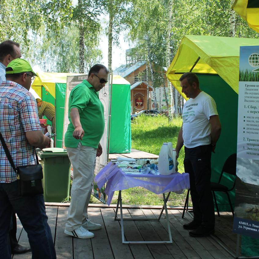 Сортировка отходов на фестивале «ЭкоЭтно»