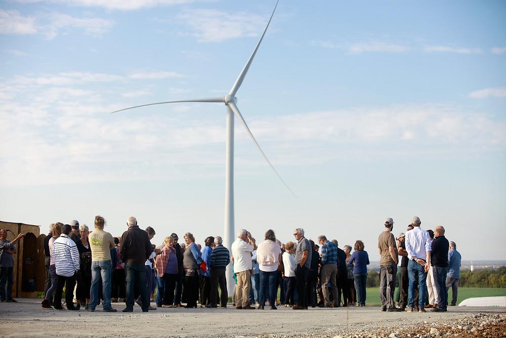 Chaque nouveau parc éolien est célébré par une inauguration rassemblant tous les acteurs du territoire.