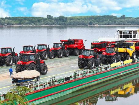 CNH prueba en Europa el transporte fluvial de máquinas