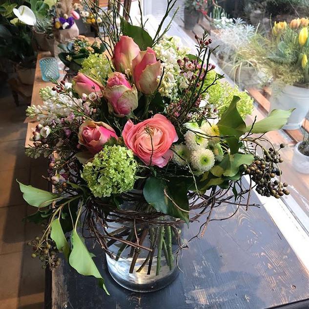 Blumenstrauss mit Ranunkeln,Schneeball, Rosen