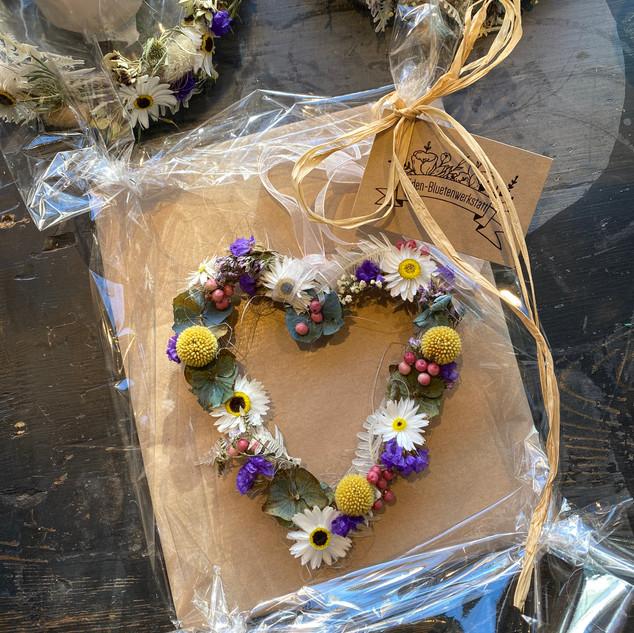 Herz aus Trockenblumen