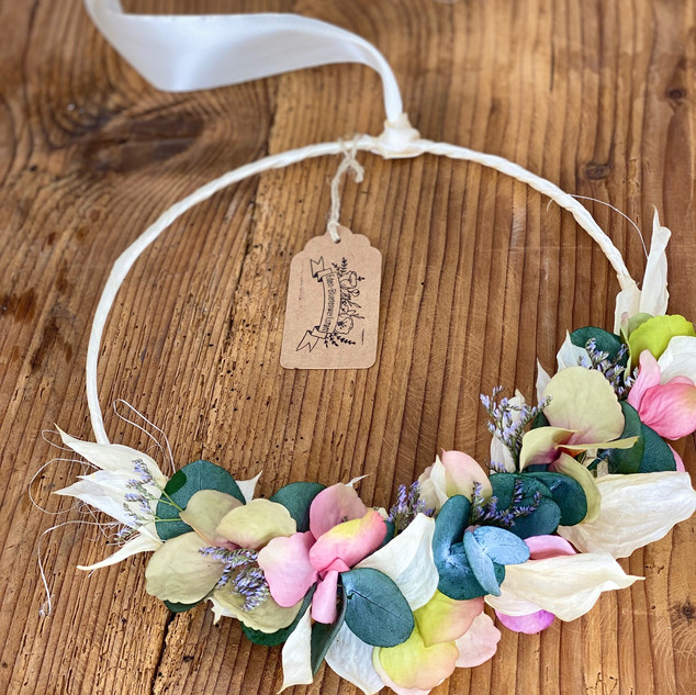 Kränzchen aus Trockenblumen/Kunstblumen