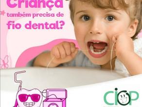 Criança também precisa de fio dental?