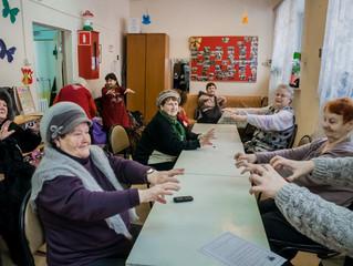 Занятие Валерии Головкиной, - о значении развития мелкой моторики у пожилых людей