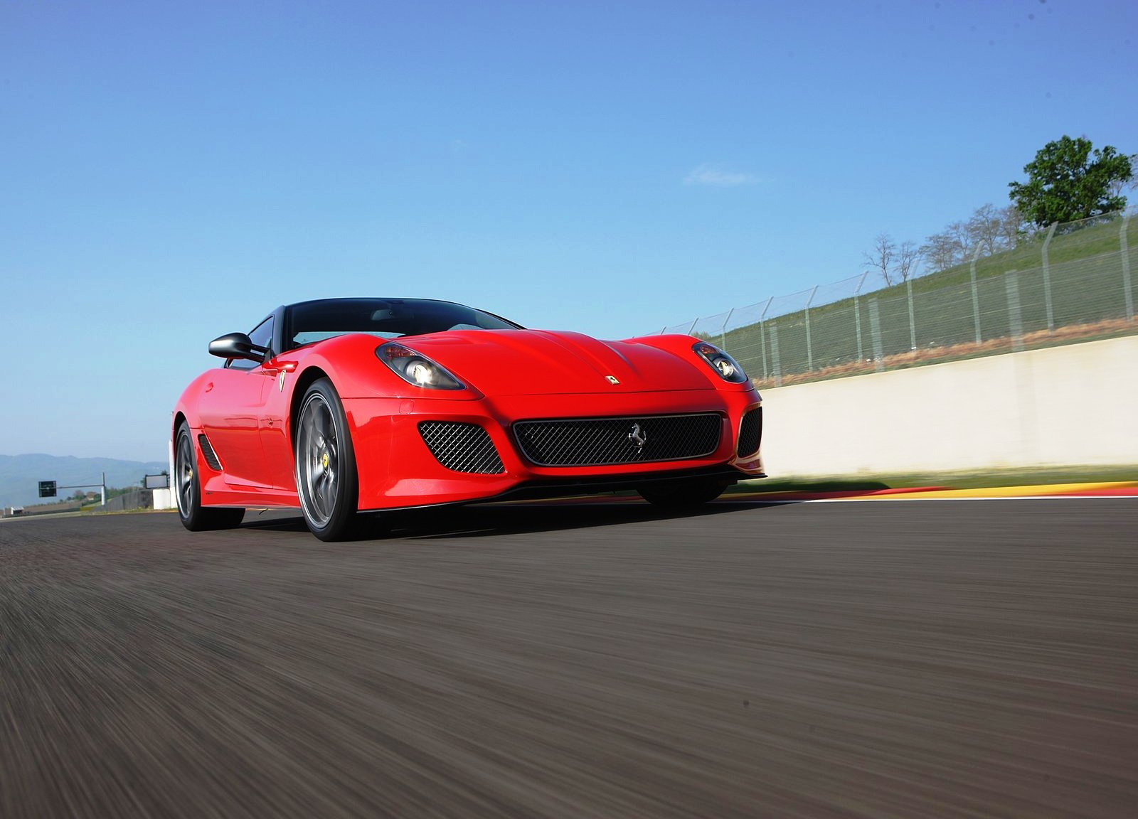 Ferrari-599-GTO-Bottom-Pose.jpg
