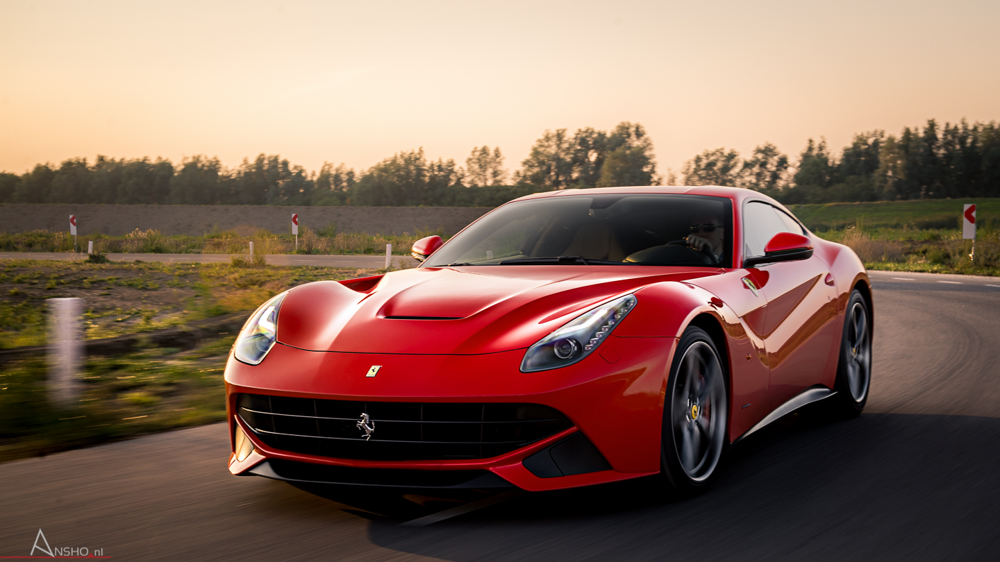 ferrari-f12-berlinetta-wallpaper-4.jpg