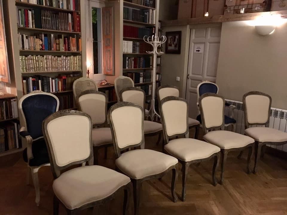 La sala preparada para una Schubertiada