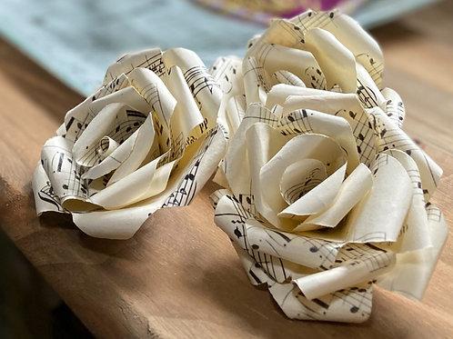 3 flores musicales de papel 100% artesanales