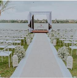 Cadeiras_de_ferro_branca_-_cerimônia