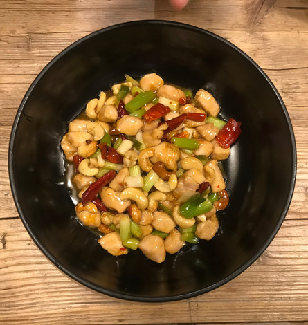 Pollo Gongbao in salsa agrodolce e piccante con anacardi e cipollotto