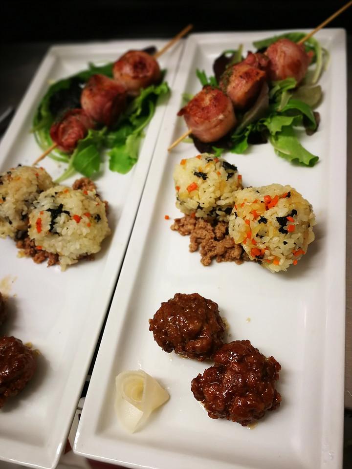 Il tris: Polpettine di Carne / Pallini di riso con Verdure / Spiedini di Pomodori e Pancetta