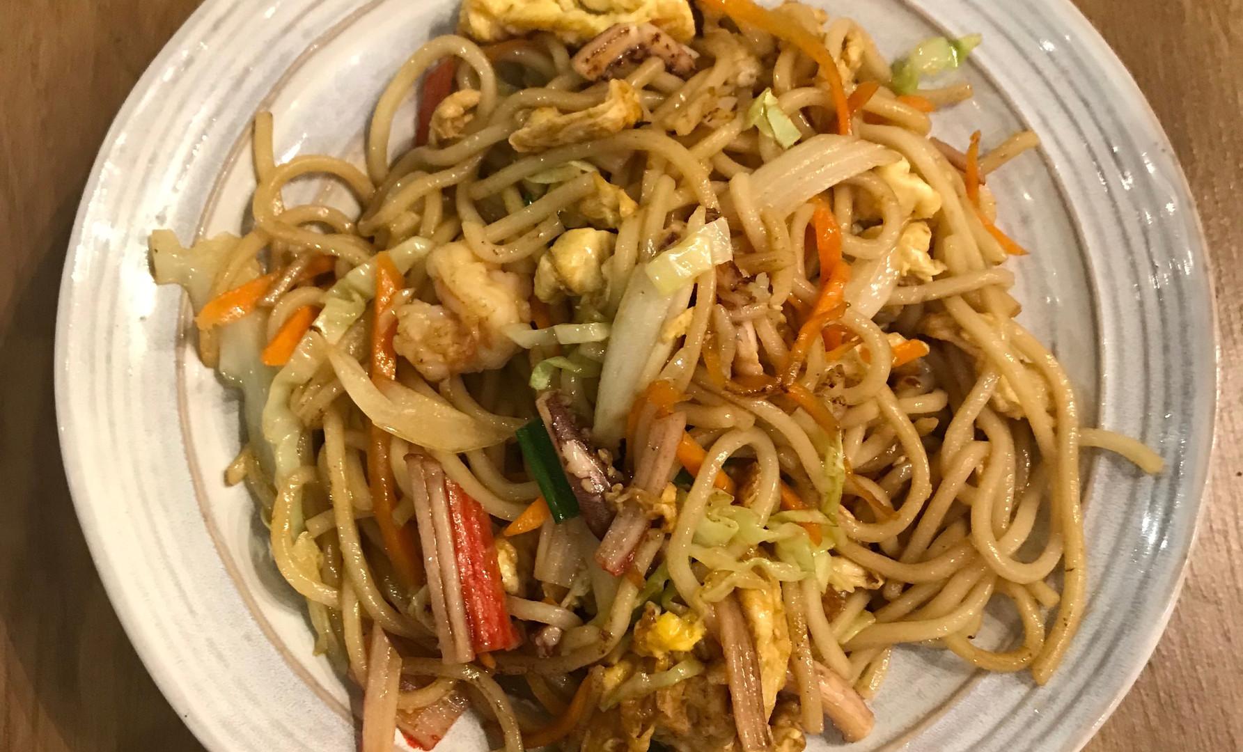 Noodle saltati con frutti di mare