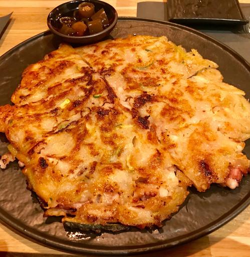 Jeon di mare (farina di rispo e quinoa, cipollotti, zucchine, gamberi e calamari)