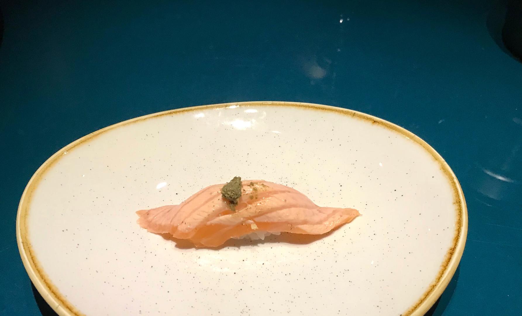 nigiri di salmone scottato