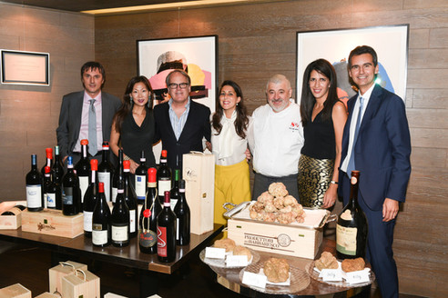 arete food and wine organises the White Truffle Auction in collaboration with Otto e Mezzo Bombana and Mother's Choice since 2010