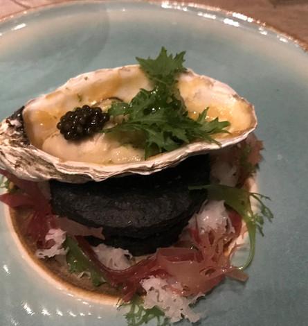 Kikisu Sumibiyaki, Ostrica Regal Irlandese Sumibiyaki, sake, miso caramellata e caviale Kaluga Amur