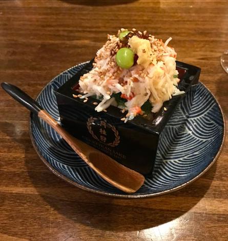 MASU CHIRASHI (polpa di granchio reale servito con insalata di alghe al sesamo)