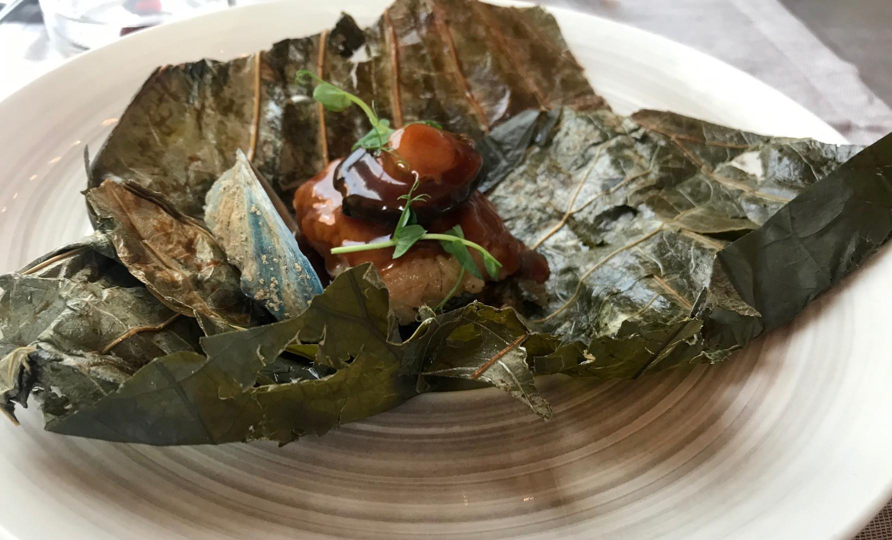 Abalone Blu su riso cotto nelle foglie di banano