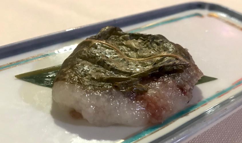 Sakura Mochi (mochi avvolto in una foglia di ciliegio)