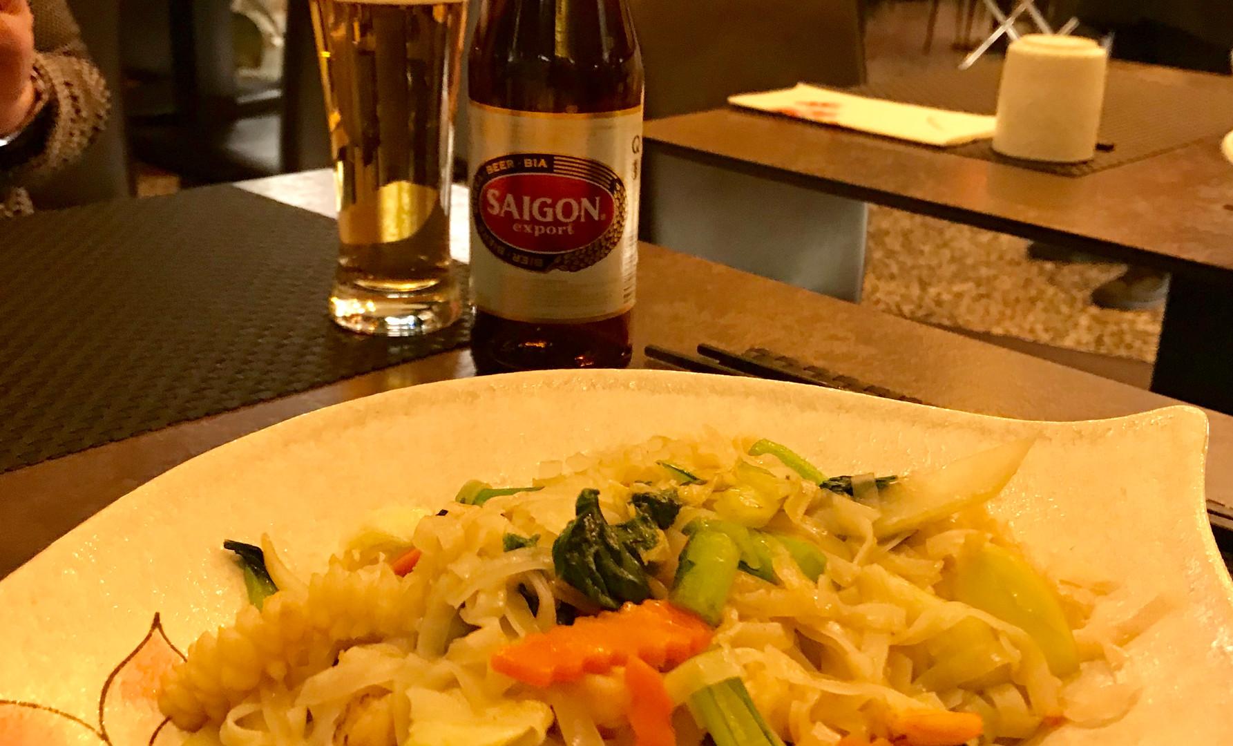 Phở xào Rau (tagliatelle di riso saltate con verdure e frutti di mare)