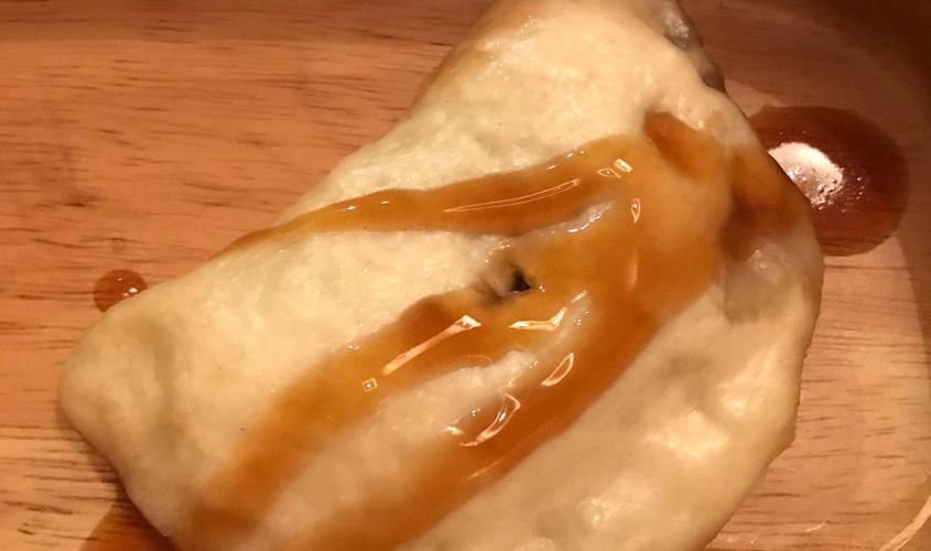 Pane al vapore ripieno di pancetta uova e salsa teriyaki