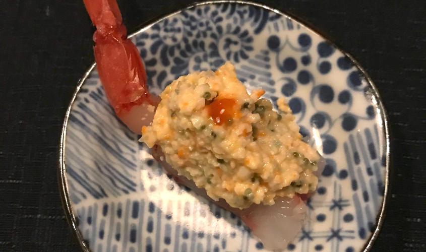 Gunkan: gambero crudo, grancio, avocado, black tobiko, spicy