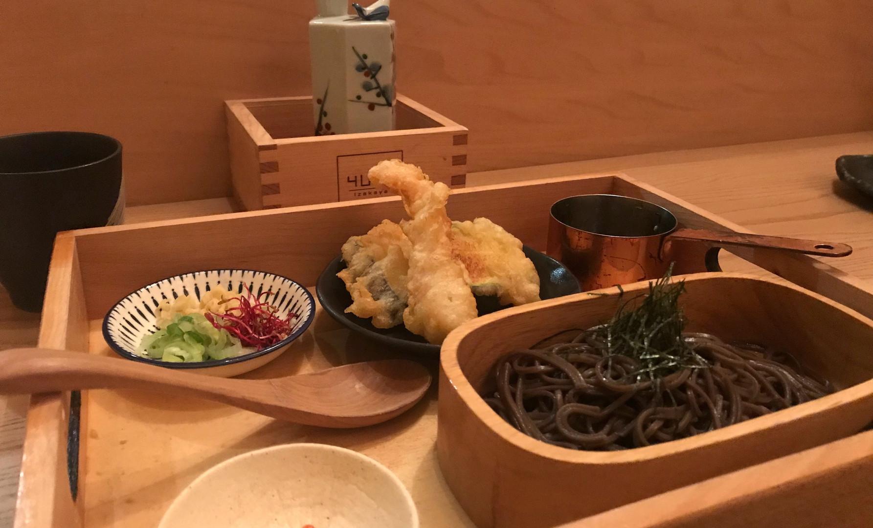 Cold Soba con mix di tempura e salsa Tentsuyu