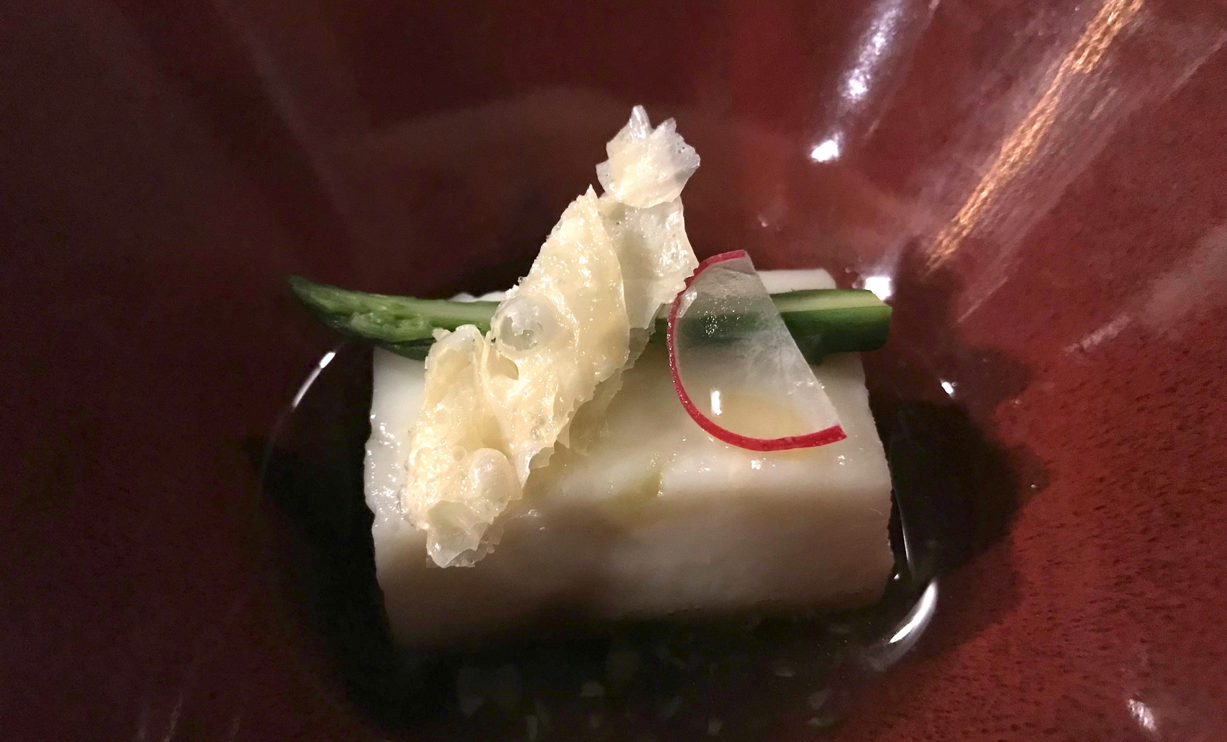Kuzu tofu asparagi bianchi e Baikadashi // Salsa di Plugna e Dashi