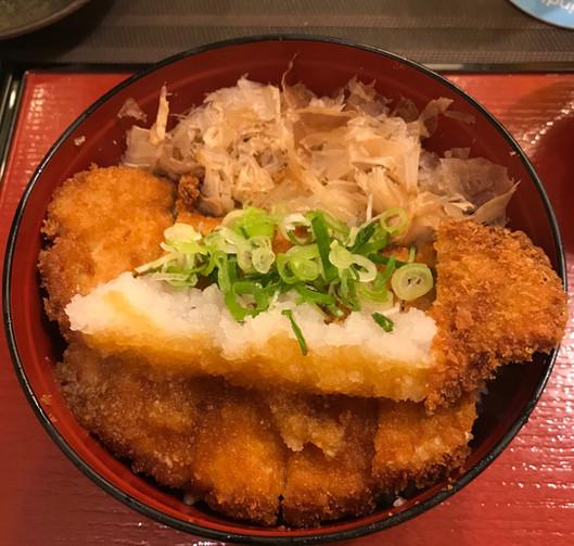 Shoyu Tonkatsu Don (cotoletta di maiale con salsa di soia, daikon e riso)