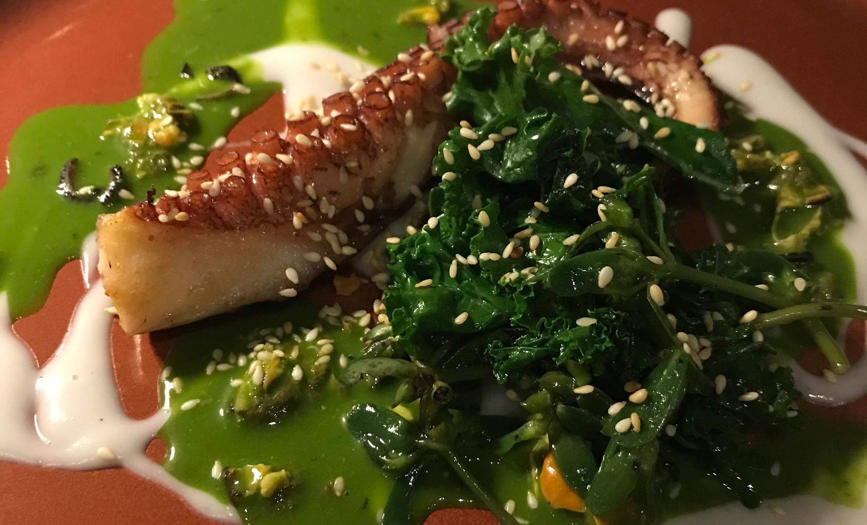 Polpo arrosto, con purée di Taro, salsa cozze stile Serica