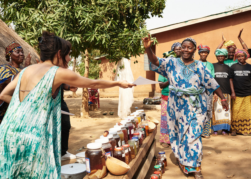 Mawa Camara receives natural dye training certificate after workshops, Modiya 2019