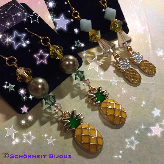 スワロフスキーとパインチャームピアス/Swarovski Pineapple Charm Earrings (Gold)
