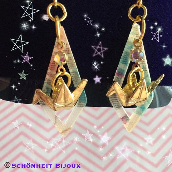 折り紙鶴チャームと和風アクリルピアス/Origami Crane Charm Earrings (Gold)