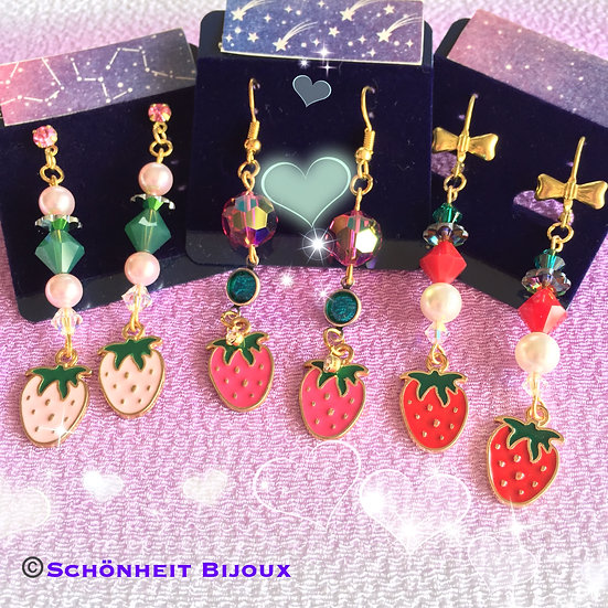 スワロフスキーと苺チャームピアス/Swarovski Strawberry Charm Earrings (Gold)