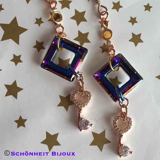 レアな色のスワロフスキーとキュービック鍵チャームピアス/Swarovski Square and Cubic Earrings (Pink Gold)
