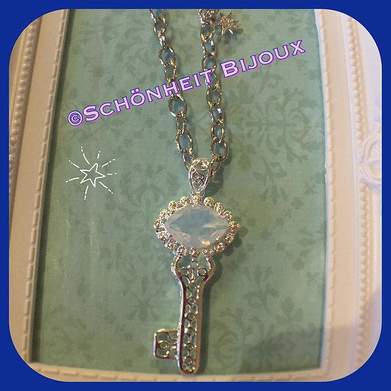 ムーンストーン鍵ネックレス/ Moonstone Key Necklace