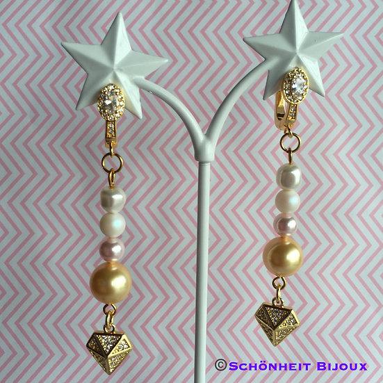 スワロフスキーパールとキュービックダイヤモンドチャームピアス/Swarovski Pearl Cubic Diamond Earrings (Gold)